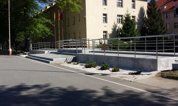 Wykonanie projektu i naprawa trybuny wraz z wymianą balustrad w kompleksie wojskowym przy ul Obornickiej 108 we Wrocławiu