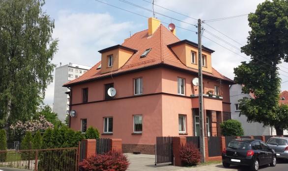 Remont pokrycia dachowego czterospadowego w budynku wielorodzinnym we Wrocławiu